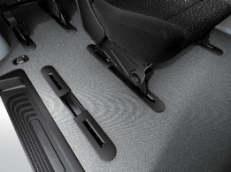Vito Tourer, seat rail system with quick-release attachment system
